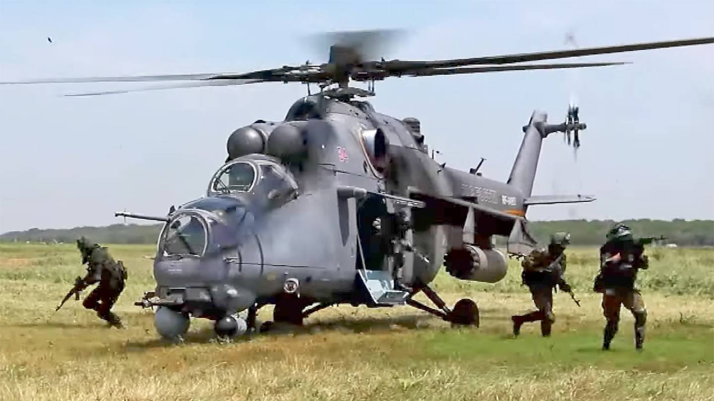 BEST MILITARY ATTACK HELICOPTERS IN THE WORLD - Crew Daily